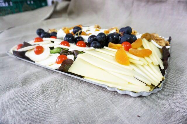 Assortiment de différents fromages suisses et français