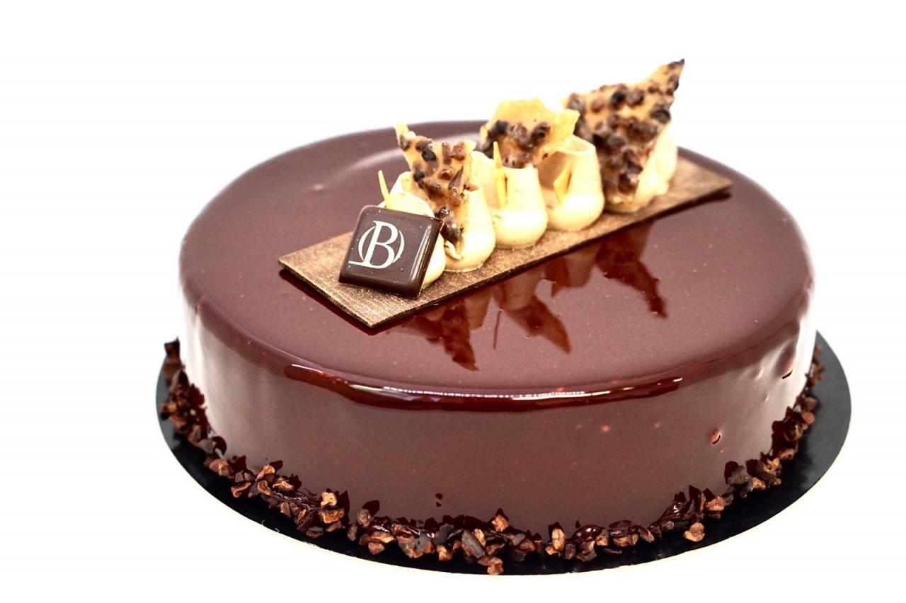 Biscuit chocolat, Feuilletine praliné, Crémeux Maracaïbo, Mousse chocolat, Glaçage chocolat