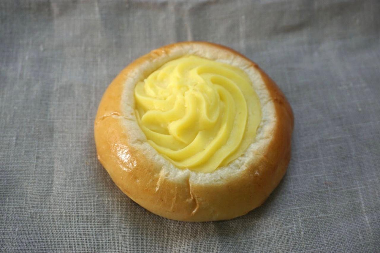 Pâte à pain au sucre, crème vanille, sucre grêle