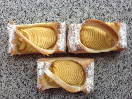 Pâte feuilletée pur beurre, crème vanille, pommes