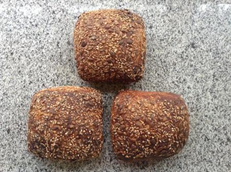 Farine de froment, farine de malt, graines : tournesol, courge, lin, flocons d'avoine, extrait de pommes, germes de blé