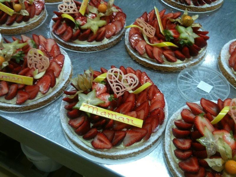 Pâte sablée, crème pâtissière, fraises