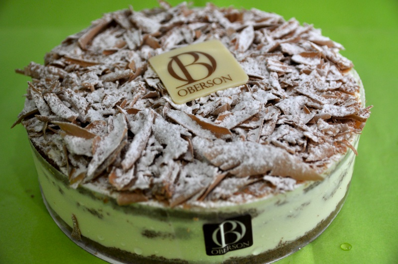 Génoise chocolat, purée de framboise, crème fraîche, crème fraîche au chocolat copeaux de chocolat lait