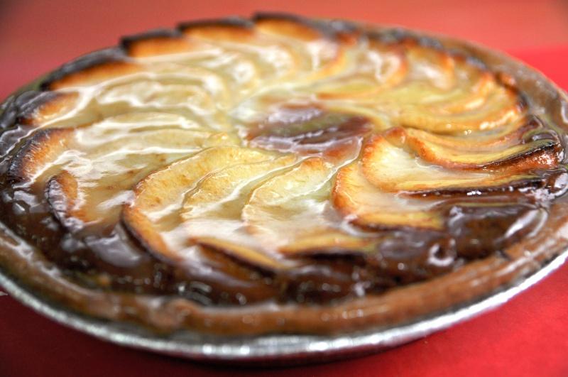 Pommes, crème d'amandes, confiture framboise