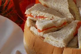 Différentes tailles et combinaison de garnissage (gruyère, saumon, viande séchée, salami, jambon, jambon cru, thon, fromage à tartiner