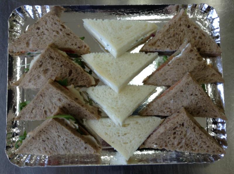 12 triangles toast cocktail fourrés au fromage, saumon fumé, poulet curry