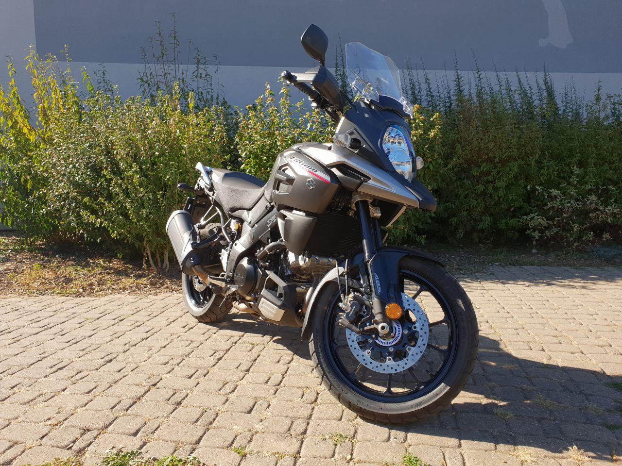 Moto en bon état 1ère mise en circulation: 27.03.2018 Garantie constructeur jusqu'au 27.03.2021 Pas de frais à prévoir Service 1'000 effectué 2'740 Km